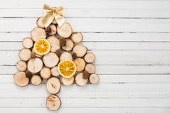 Weihnachtsbaumkonzept handgemacht auf Kopienraum Stockfotografie