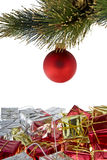 Weihnachtsbaumkugel mit Geschenken Stockbilder