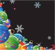 Weihnachtsbaumkugeln, -süßigkeit und -schneeflocken Stockfotografie