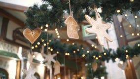 Weihnachtsbaumschmucke, Stern, Haus, Herz Hintergrund des neuen Jahres und des Weihnachten stock video
