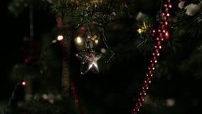 Weihnachtsbaumspielwaren stock video