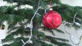 Weihnachtsbaumspielwaren- und -lichtfunkeln Neues Jahr-Dekoration stock footage