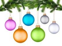 Weihnachtsbaumzweig mit Weihnachtskugel Stockbilder