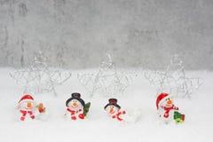 Weihnachtsbeleg mit Schneemännern lizenzfreie stockbilder