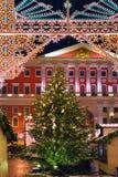 Weihnachtsbeleuchtungsdekoration des Rathauses in Moskau, Russland Lizenzfreie Stockfotos