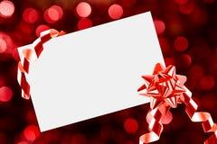Weihnachtsblatt papier mit Bogen und Farbbändern Stockfotos