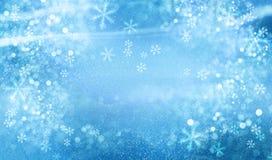 Weihnachtsblauer Hintergrund mit Schnee stockbild