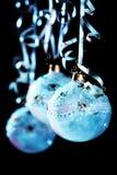 Weihnachtsblaukugeln Stockfoto