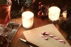 Weihnachtsbrief mit Gewürzen Stockfotografie
