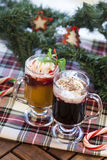 Weihnachtscocktails mit Eiscreme stockfoto