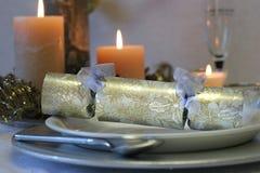 Weihnachtscracker mit Kerzen Lizenzfreie Stockfotografie