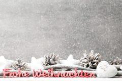 Weihnachtsdekoration über Schmutzhintergrund/Weinlese, Weihnachten c Lizenzfreie Stockbilder