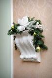 Weihnachtsdekoration auf der alten Wand Stockfoto