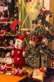 Weihnachtsdekoration auf einem europäischen Markt Lizenzfreie Stockfotos