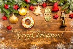 Weihnachtsdekoration auf hölzernem Hintergrund Stockfotografie