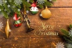 Weihnachtsdekoration auf hölzernem Hintergrund Lizenzfreie Stockfotografie