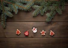 Weihnachtsdekoration auf hölzerner Hintergrundweinlese Stockfotografie