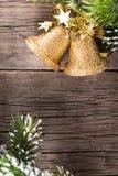 Weihnachtsdekoration auf Holz Stockfotografie