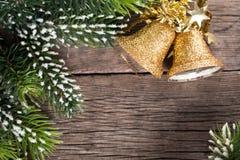 Weihnachtsdekoration auf Holz Stockbilder