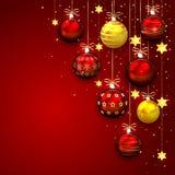 Weihnachtsdekoration auf rotem Hintergrund Stockfotografie