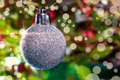 Weihnachtsdekoration auf Unschärfehintergrund Stockfotografie