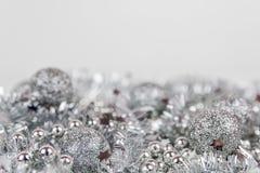 Weihnachtsdekoration auf weißem Hintergrund stockfotografie