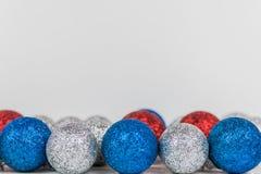 Weihnachtsdekoration auf weißem Hintergrund lizenzfreies stockfoto