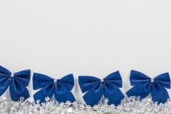 Weihnachtsdekoration auf weißem Hintergrund stockfoto