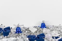 Weihnachtsdekoration auf weißem Hintergrund lizenzfreies stockbild