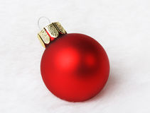 Weihnachtsdekoration auf weißem Pelz Stockfotografie