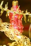 Weihnachtsdekoration auf Weihnachtsbaum Stockfotografie