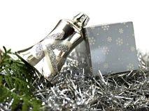 Weihnachtsdekoration der silbernen Glocke und des Pakets stockfotos