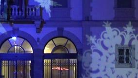 Weihnachtsdekoration des Gebäudes stock video footage