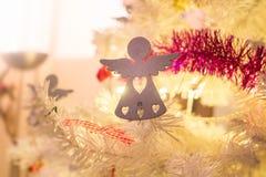 Weihnachtsdekoration führt Engel einzeln auf stockbilder