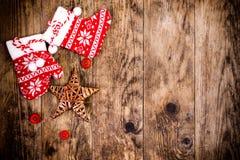 Weihnachtsdekoration, hölzerner Hintergrund Lizenzfreies Stockbild