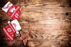 Weihnachtsdekoration, hölzerner Hintergrund Stockbild