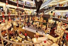 Weihnachtsdekoration im Einkaufszentrum Stockbild