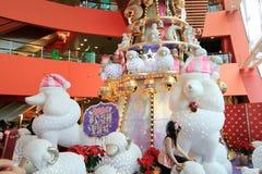 Weihnachtsdekoration im Mega- Kasten-Einkaufszentrum Stockbilder