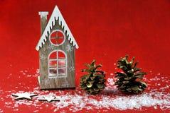 Weihnachtsdekoration mit aromatischen Kerzen stockbilder