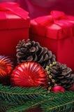 Weihnachtsdekoration mit Geschenken Stockfoto