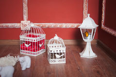 Weihnachtsdekoration mit Käfigen Stockbilder