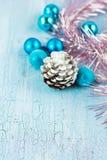 Weihnachtsdekoration mit Kegel Stockbild