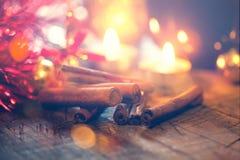 Weihnachtsdekoration mit Kerzen stockfotos