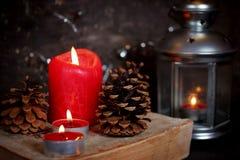 Weihnachtsdekoration mit Kerzen Lizenzfreie Stockfotos