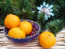 Weihnachtsdekoration mit Orangen Stockbild