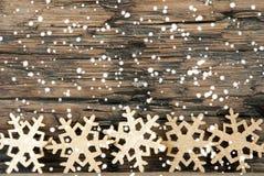 Weihnachtsdekoration mit Schneeflocken Stockbild
