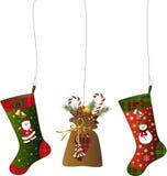 Weihnachtsdekoration mit Strümpfen und einem Sack Stockbild