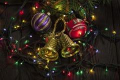 Weihnachtsdekoration mit Tannenzweigen stockbilder