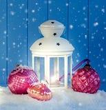 Weihnachtsdekoration mit weißer Laterne Lizenzfreie Stockbilder
