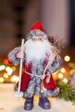 Weihnachtsdekoration mit Weihnachtsmann Stockfotografie